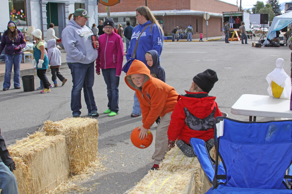 Beaverhead Chamber of Commerce Pumpkin Bowling